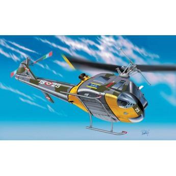 Модель вертолета AB-204 B/ UH-1F (1:72)