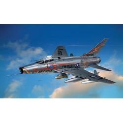 Модель самолета F-100 D Super Sabre (1:72)