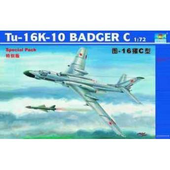 Trumpeter 01613 Сборная модель самолета Ту-16К-10 (1:72)