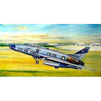 """Модель самолета F-100D """"Супер Сейбр"""" (1:32)"""