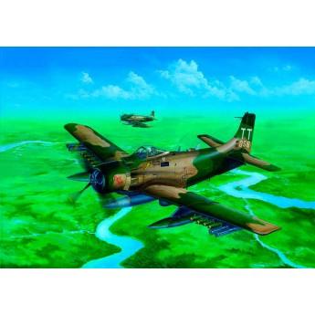 Модель самолета A-1H AD-7 Skyraider (1:32)