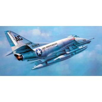 """Модель самолета A-6E """"Скайхок"""" (1:32)"""