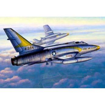 """Модель самолета F-100C """"Супер Сейбр"""" (1:48)"""