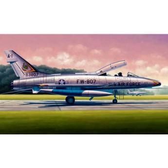 """Модель самолета F-100F """"Супер Сейбр"""" (1:48)"""