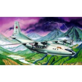 Модель самолета Ан-12БК (1:100)