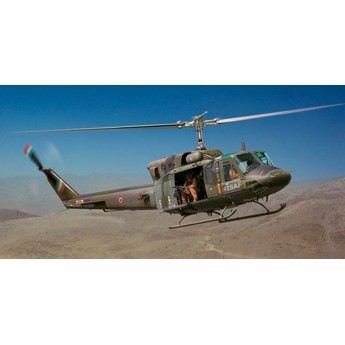 Модель вертолета Bell AB212/UH 1N (1:48)
