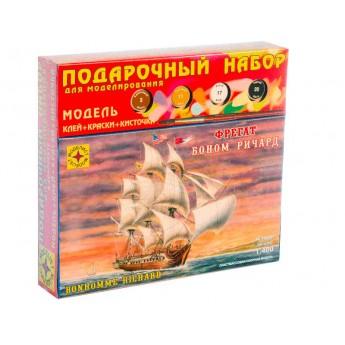 """Модель фрегата """"Боном Ричард"""" (1:400). Подарочный набор."""