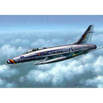 """Модель самолета F-100D """"Супер Сейбр"""" (1:48)"""